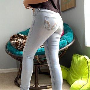 hollister light wash skinny jeans